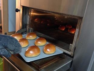 常に焼きたてのパンのイメージ